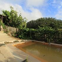 *露天風呂/ロケーションだけでなく温泉も抜群。圧倒的な泉質の違いをご体感頂けます。