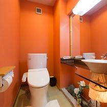 *部屋(トイレ)床は畳敷き。洗面台の付きで広々。トイレにも少しこだわっています。