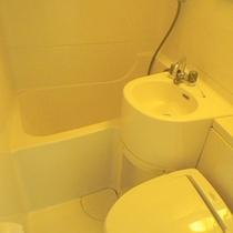 *【客室例】客室はバストイレ付となっております。