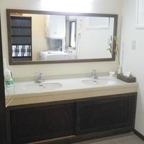 *【洗面台】清潔に保たれた洗面台、ご自由にお使い下さい。