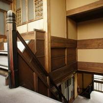 木造館廊下