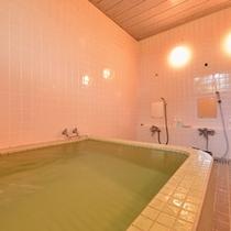 *お風呂/麦飯石温泉(人工温泉)の温かい湯船に浸かり、至福のひと時をお過ごし下さい。