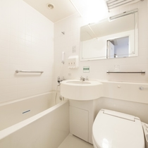 バスルーム(全室共通/温水式シャワートイレ完備)