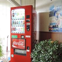 *館内一例/1階ロビーには飲料の自販機あり。※ソフトドリンクのみ。