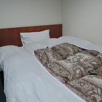*シングルルーム一例/広さは5.5~9.5平米。ふかふかのお布団でぐっすりとおやすみください。
