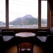 ■由布岳が見える和室12畳からの眺め