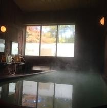 木の香り漂う大浴槽