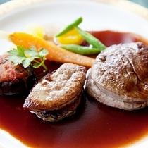国産牛フィレ肉のロティ・フォアグラのキャラメリーゼ