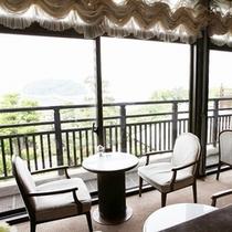 竹島を眺めるメインダイニングルーム
