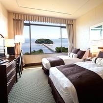 三河湾と竹島を眺めるスーペリアツイン(ベッドルーム)