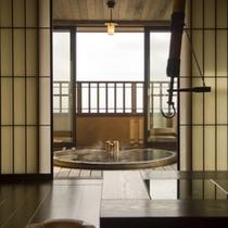 【花タイプのお部屋/1階内風呂】雑誌の表紙に取り上げられることの多いお部屋の内風呂です。