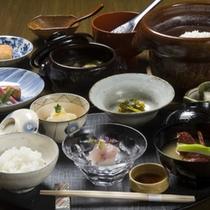 【お宿 うち山の朝食】朝食は少食の方でもたくさん召し上がっています。