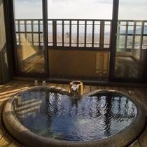 【花タイプ】内風呂/遠くに相模湾を望めます。