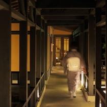 【渡り廊下】お部屋へ続く渡り廊下です