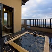 【雪タイプ】2階にある露天風呂では満天の星空を見ながらお楽しみ頂けます。