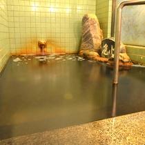 *【温泉】少し狭く感じますが、掛け流しで一番いい状態をキープするために、考えられた広さです。