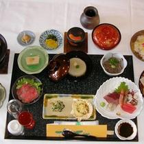 【通常料理】約14品の季節の会席料理を個室にてご用意いたします。