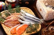 【朝食】炭火で焼かれるお魚も「…美味です」