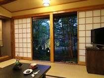 【客室】たんぽぽ/季節の花が飾られた「和」の客室は、全室にトイレ・洗面付き