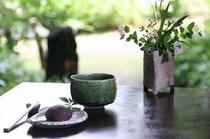 【ウェルカムおはぎ】到着時は抹茶と手作りの「おはぎ」でお出迎え