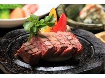 【夕食】ジューシーな肉汁がお口いっぱい広がる