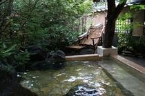 【貸切風呂】季節の草木に囲まれてゆっくりと入浴をお楽しみください/四季の湯