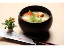 【夕食】根菜をふんだんに使ったホッとする一品、人気の団子汁