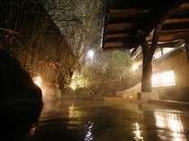 【貸切風呂】夜の「四季の湯」は幻想的な雰囲気/四季の湯
