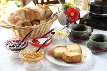 【朝食】「朝はパンとコーヒー」というお客様様に自家製のパンやジャムもご用意/例