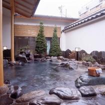 露天風呂「風色の湯」男女入れ替え制で、夜には違うお風呂が楽しめる