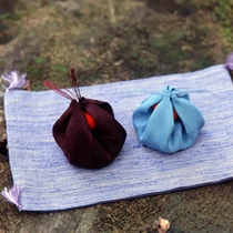 素朴な味わいの上田紬もギャラリーにて販売しています