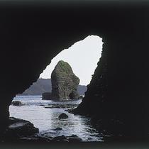 石見畳ヶ浦「海食洞」