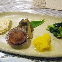*夕食一例/前菜は和食と洋食それぞれ1皿ずつをご用意いたします。