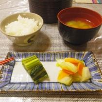 *夕食一例/コースの締めはごはんと漬物、お味噌汁でさっぱりと。