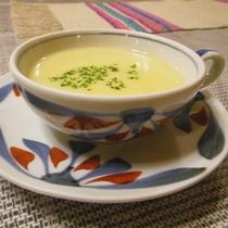 *夕食一例/旬のお野菜などを使用したスープ。何が出るかはお楽しみに。