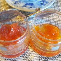 *朝食一例/果肉たっぷりのジャムは手作りならでは!2種類が並びます。