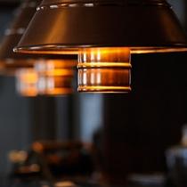*館内の様子/北欧のログハウスをイメージした、温かみのある館内。
