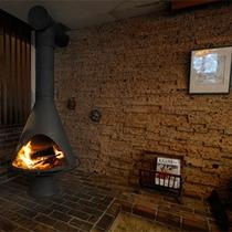 *ロビー/お洒落な暖炉のある寛ぎのスペース。灯りを眺めてのんびりと。