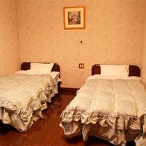 *洋室ツインタイプ/温かみのある、アイボリー調の落ち着いた雰囲気のお部屋。のんびり疲れを癒して☆