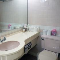 *客室バスルーム一例/全室バス・トイレ完備。その他冷蔵庫、暖房も完備で安心です。