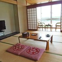 <お部屋一例>畳のお部屋でゆっくりとお寛ぎください。