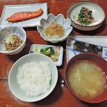 【朝食一例】一汁三菜を基本とした純和風!日本の朝ごはん。