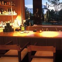 バー「道草」 ~十勝平野に沈む夕日を眺めながらお食事前に1杯どうぞ。~