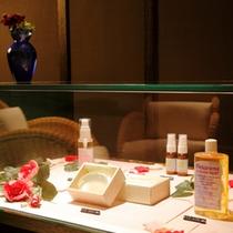 アロマテラピーサロン「ラフィーネ」ではオイルなどの販売もあり