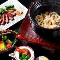 松茸を土瓶蒸しや炊き込みご飯で。秋の特別懐石(写真は一例です)