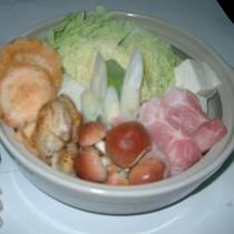 *自家栽培の野菜ときのこが入った鍋物