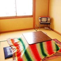 *和室6畳(一例)冬はこたつが登場します。
