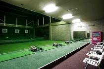 ラウンドの前後の調整に!室内ゴルフ練習場