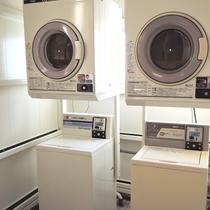 【施設】洗濯機・乾燥機もございますので、長期滞在にも◎(有料)