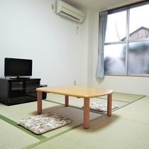 【部屋】和室8畳/畳のお部屋でごろーんとお寛ぎいただけます